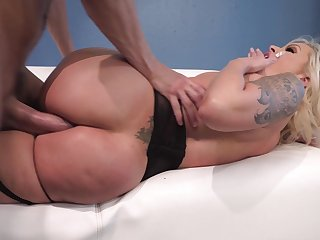 Cougar milf tries anal at play with her boss