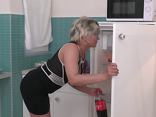 Short haired mature blonde MILF Luciane gets a really good fuck