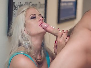 Brutal coupulation with glamour babe