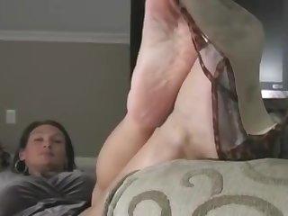 milf transpirant des pieds, smelling feet