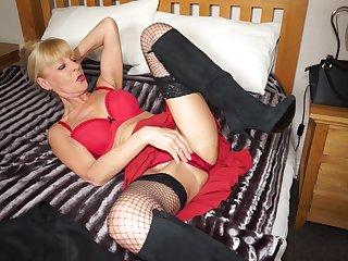 Elaine is a skinny mature amateur blonde British MILF