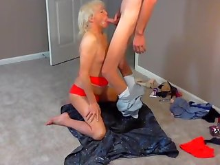 Cute mature tranny goes for it