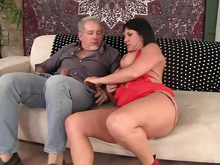 mature brunetteCoralyn Jewel knows how to reach an orgasm with her lover