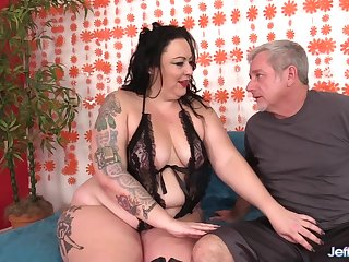Fat Slut with a Huge Ass Calista Roxxx Gets Licked and Dicked