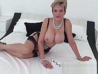 I caught my mature aunt masturbating with a vibrator