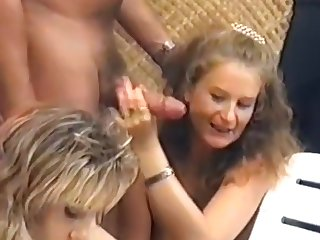 Mature woman gets a thorough Fisting