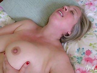 British Mom Shooting Star - bbw mature has sex at home