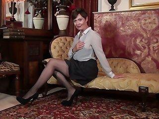 Solo masturbation pussy by insatiable British mature woman Kitty Creamer