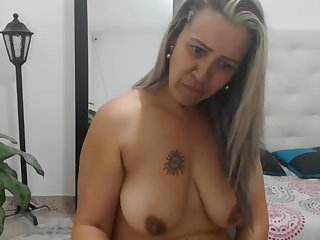 Colombian mom with juicy sagging boobs watches how i cum!